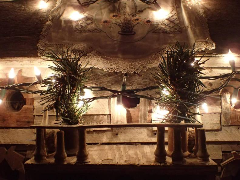 christmas-birdhouse-shadow