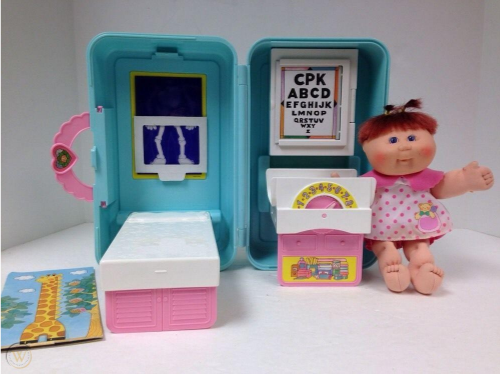 1995 Cabbage Patch Kids Love N Go Playest Doctors Office