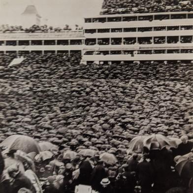 Horace W. Nicholls, Derby Crowds combined images, 1906